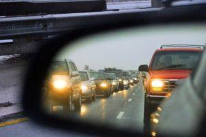 Когда водителя могут оштрафовать за мигание дальним светом