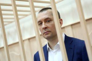 «Ты узнаешь, проститутка в штанах, что такое шантаж!»: Полковника Захарченко сдали его любимые женщины?