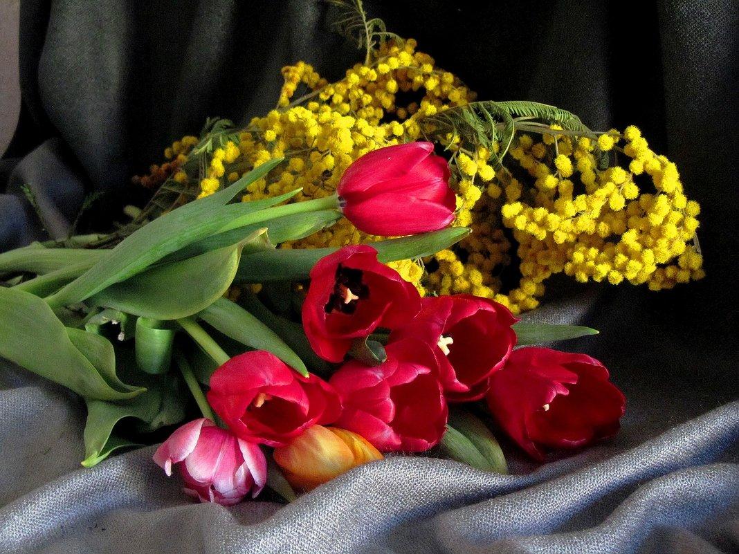 Картинки тюльпаны красивые букеты в вазе для