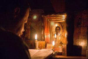 «Принести жертву ради ближних»: Почему Патриарх Кирилл благословил молиться дома
