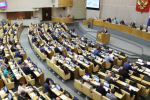 Противоборство двух лагерей: Депутаты пытаются «подстелить соломку» для побега из России?