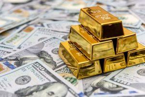 Нужно ли сливать доллары сейчас, и почему миллиардеры США меняют их на золото