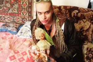 Оставшийся без денег Гоген продает «дореволюционные куклы» жены