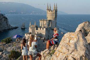 Власти республики Крым рассказали, когда и на каких условиях откроют границы полуострова для туристов